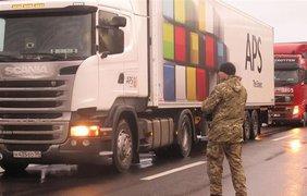 В Закарпатье устроили блокаду грузовикам России. Фото: mukachevo.net