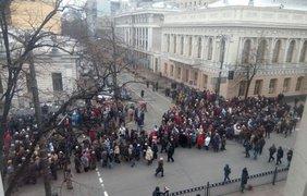 5 тысяч активистов перекрыли улицу возле Верховной Рады