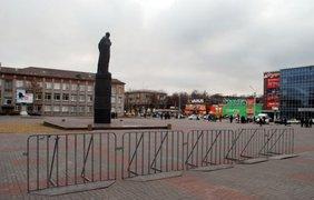 В Днепродзержинске снесли огромную статую Дзержинского