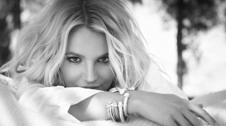 Певица Бритни Спирс хвастается шикарной фигурой