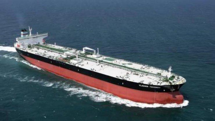 275-метровый танкер в воскресенье начал разгрузку доставленной нефт