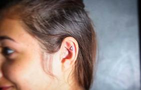 Новый тренд 2016: татуированные уши