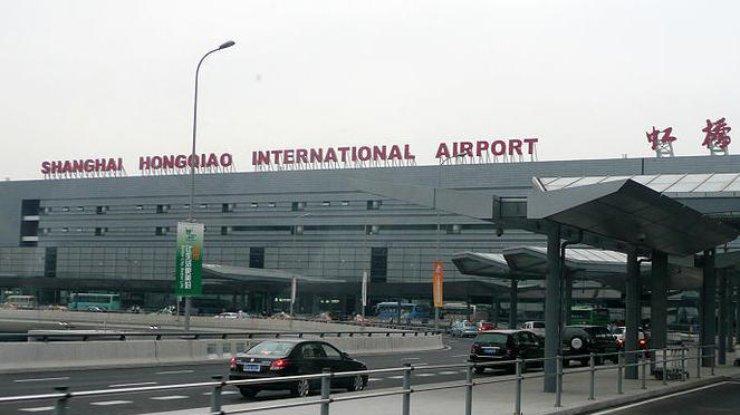 Ваэропорту Шанхая произошел пожар, два человека погибли