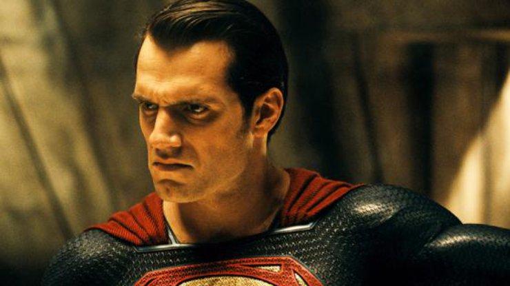 В Китае количество сеансов'Бэтмена против Супермена значительно сократили