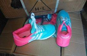 Обувь с незаконными логотипами