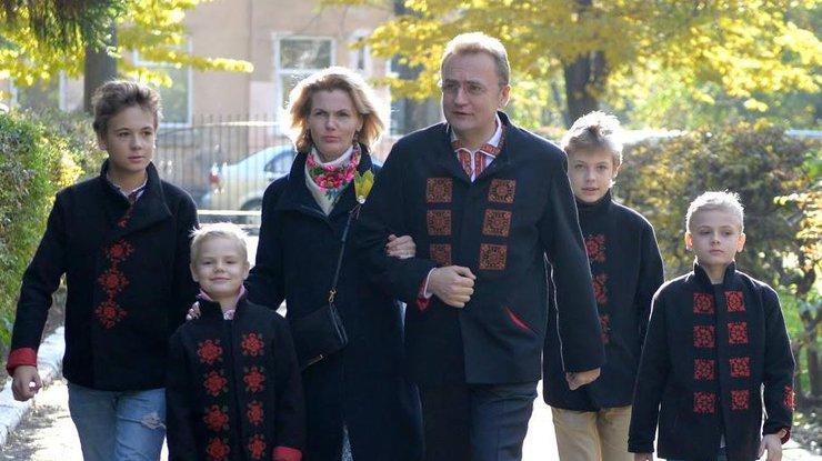 Мэр Львова Садовый задекларировал 107,3 тыс. грн заработка за2015 год