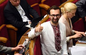 Депутаты оделись в вышиванки