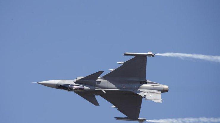 Китайские истребители совершили перехват самолета США