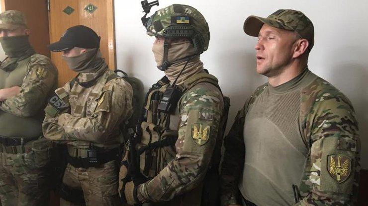 Саакашвили вшоке отобыска усоветника: «Пора уже отозвать эту шваль»