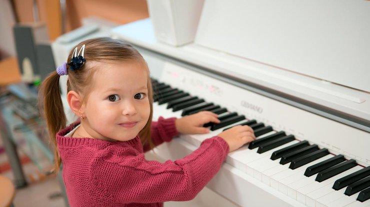 na-pianino-video-smotret-porno-s-elizabet-hilden