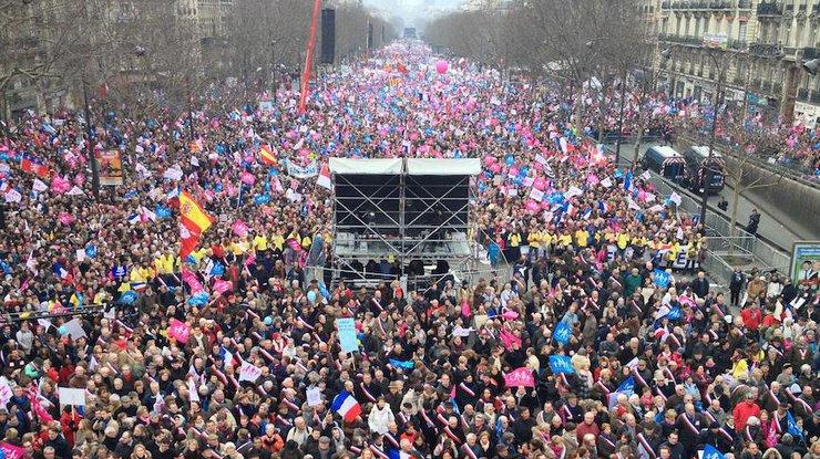 Рабочие парижского метро присоединились кзабастовке