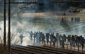 Во время митинга на границе Австрии пострадали люди (фото)