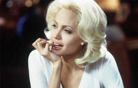Мировые звезды в образе Мэрилин Монро / На фото: актриса Анджелина Джоли