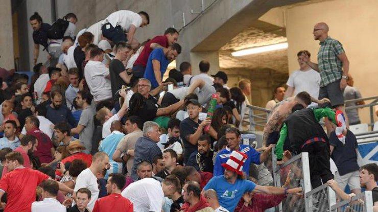 15 русских болельщиков напали насотню англичан вМарселе