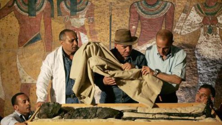 Мумия Тутанхамона. Фото гробницы KV62