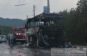 В Крыму сгорел автобус дотла