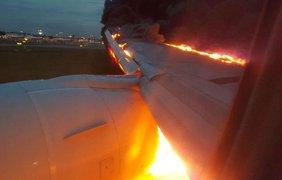 """Пылающий """"Боинг-777"""" в Сингапуре"""