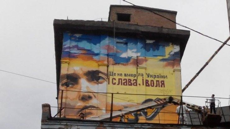 http://podrobnosti.ua/media/pictures/2016/6/28/thumbs/740x415/mural-narisovan-na-odnom-iz-samyh-vysokih-zdanij-pochti-v-tsentre-goroda_rect_813053cb38f1d27508b09f21bb835b2c.jpg
