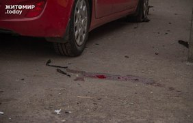 В результате столкновения автомобилей, Hyndai отбросило на тротуар