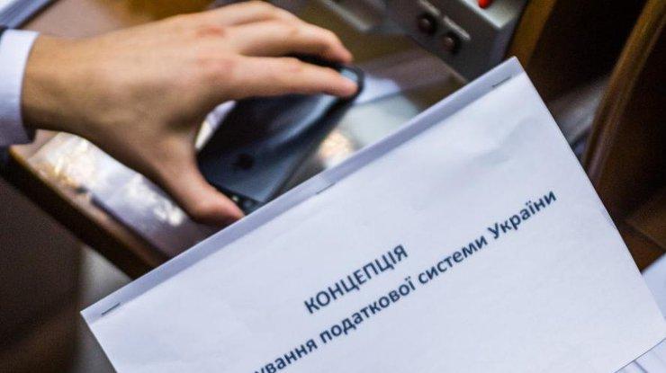 Премьер установил дедлайн запуска электронного декларирования