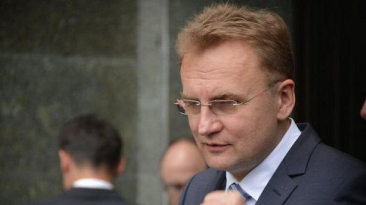 «Мусор необходимо убирать»— Порошенко ответил Садовому