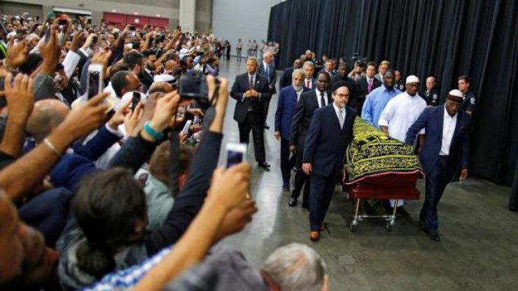 Десятки тыс. пришли попрощаться— Похороны Мохаммеда Али