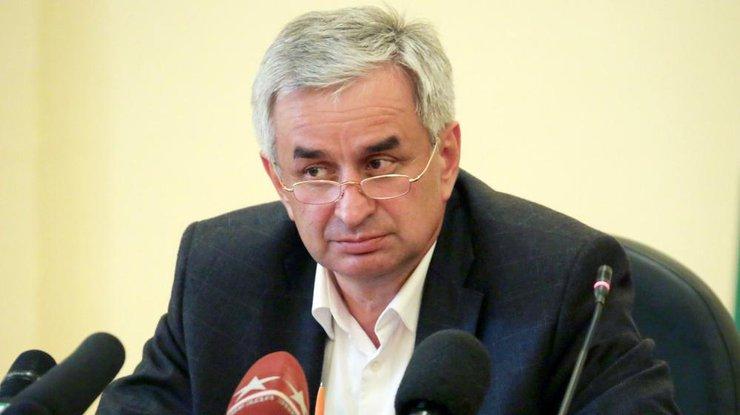 Президент Абхазии официально объявил опровале референдума подосрочным выборам вгосударстве