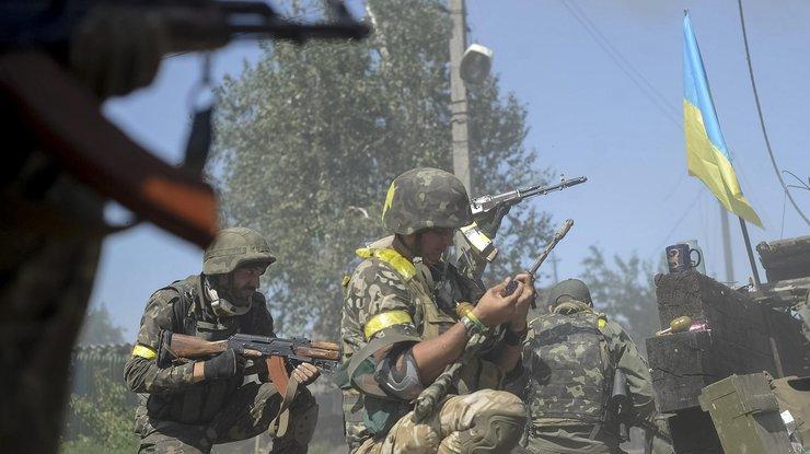 Штаб АТО: враг продолжает активный обстрел украинских позиций