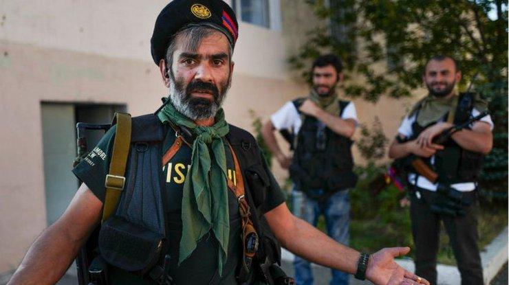 Милиция Армении: Ранен участник захватившей полк ППС группы «Сасна црер» Араик Хандоян