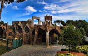 Церковь Колония Гуэль, Каталония, Испания