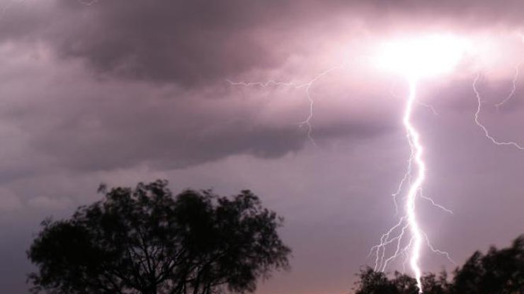 Ухудшение погоды: десять населенных пунктов обесточены, Кривой Рог иДнепр затоплены ФОТО