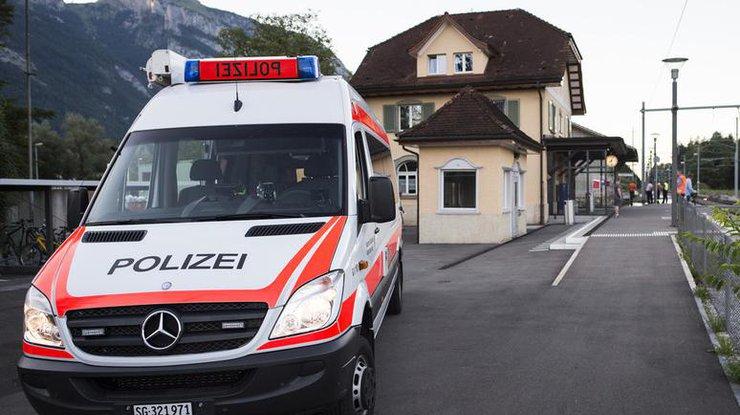ВШвейцарии мужчина напал сножом напассажиров поезда