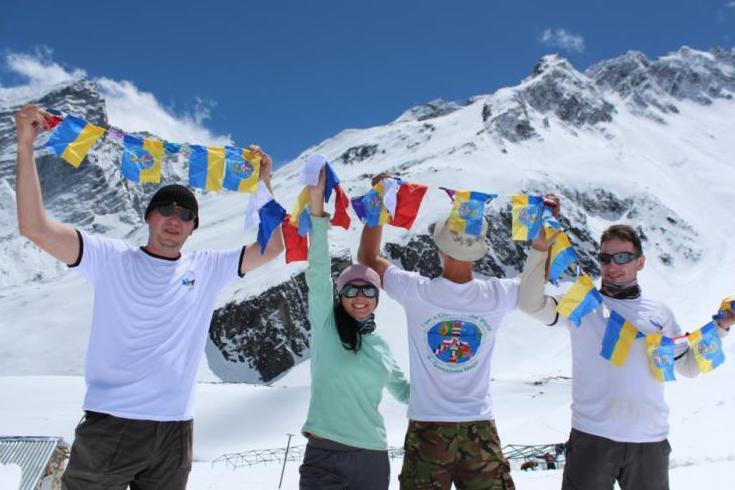 Сине-желтое полотнище: Украина празднует День государственного флага