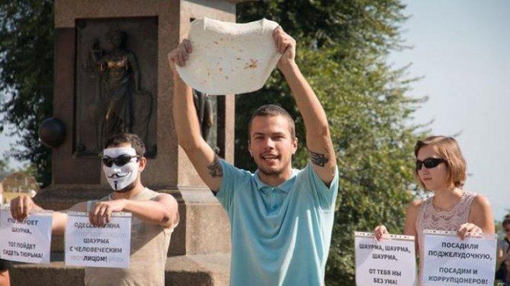 Шаурма счеловеческим лицом: вОдессе прошла необыкновенная акция протеста