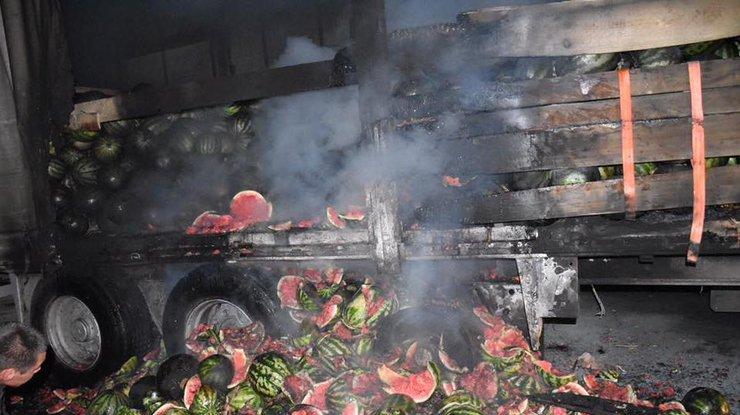 Губернатор Херсонской области тушил уБрюнетки пожар арбузами