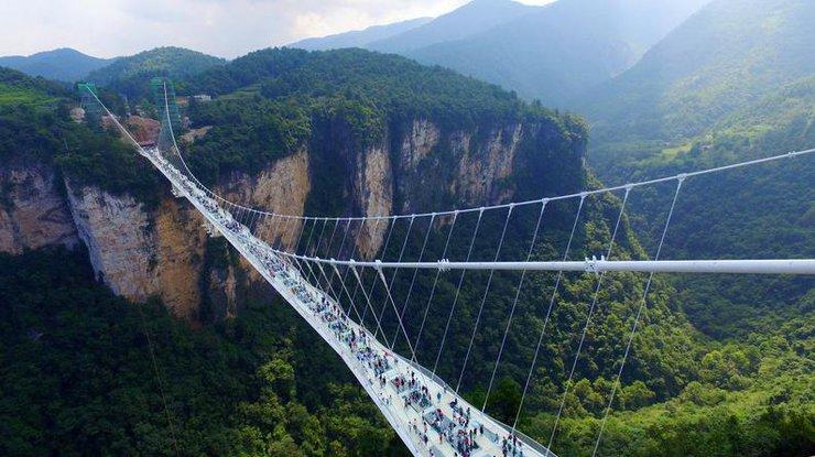 ВКитае откроют самый длинный вмире стеклянный мост