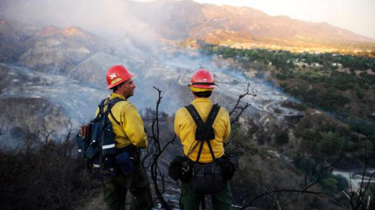 Вканадской провинции Британская Колумбия разгорелся большой пожар