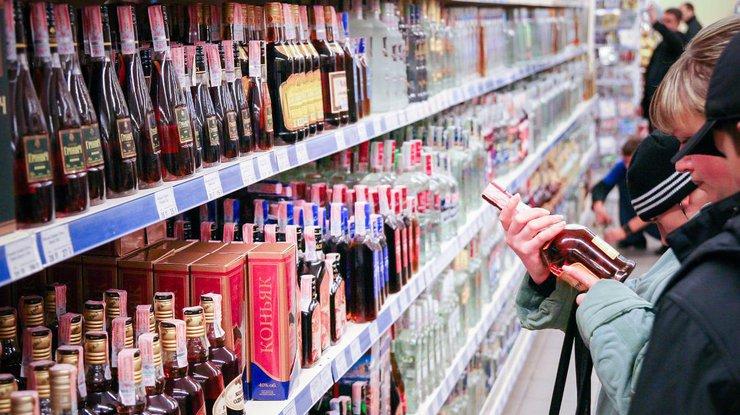 Кабмин одобрил повышение акцизов на спирт исигареты вУкраинском государстве