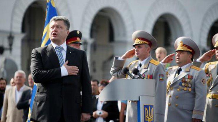 Порошенко поведал озадаче поКрыму— День флага Украины