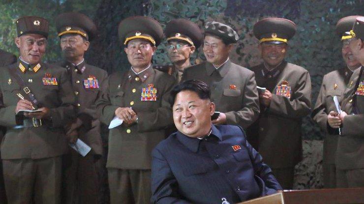 Ким Чен Ынназвал последний запуск баллистической ракеты самым удачным