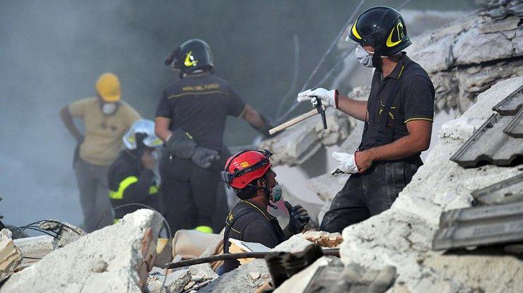 Италия ввела режимЧС впострадавших отземлетрясения районах