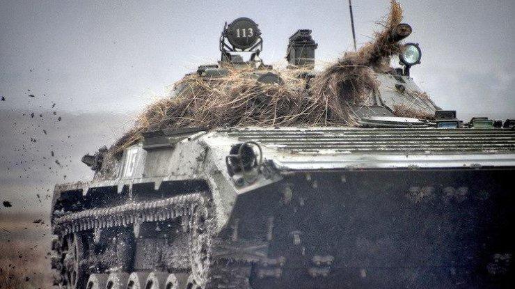 Боевики изтанков иартиллерии обстреляли Авдеевку