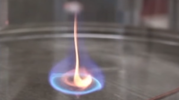 Учёные создали влаборатории новый вид пламени— «голубой вихрь»