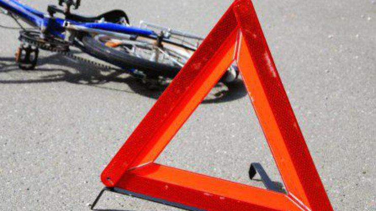 Фургон сбил девять велосипедистов вКиевской области
