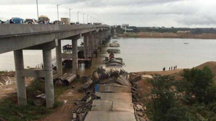 При обрушении моста в Китайская республика пострадали 5 человек