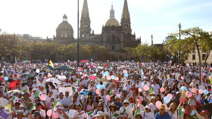 Массовые акции протеста прошли накануне вМексике