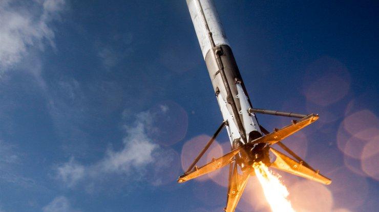 Компания SpaceX планирует восстановить запуски ракеты-носителя Falcon 9 вконце осени