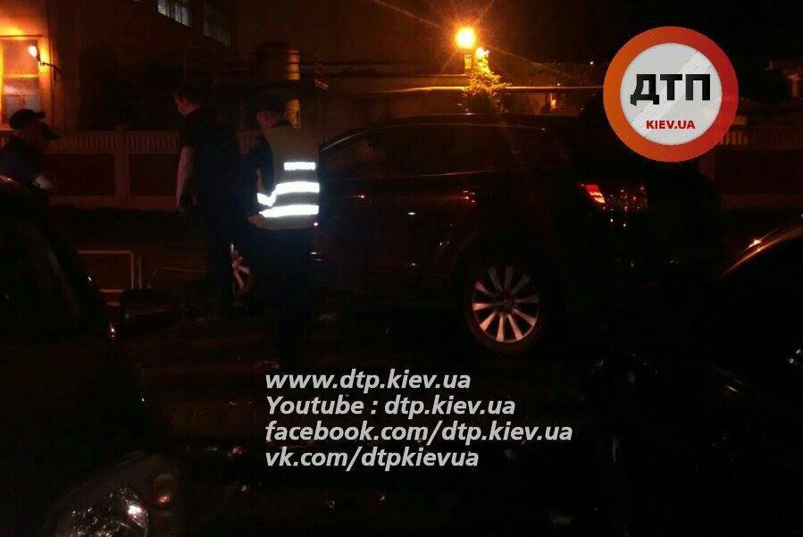 ВКиеве наПодоле масштабное ДТП: разбиты 4 автомобиля