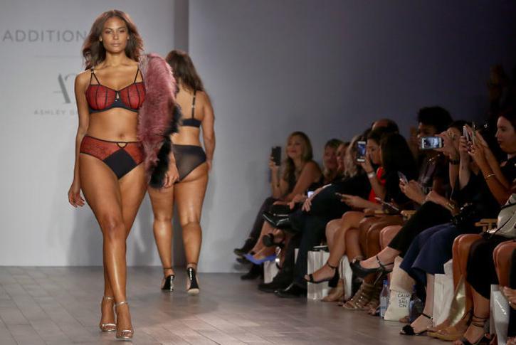 Мега модели видео показ сексуальные наряды