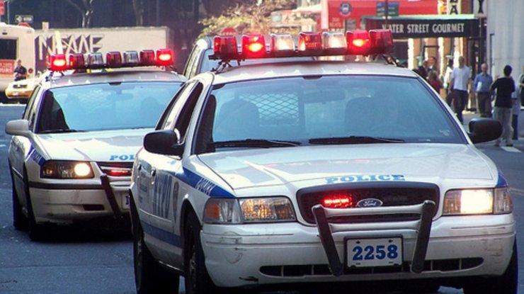 Вооруженный ножом мужчина напал наполицейских вцентре Нью-Йорка
